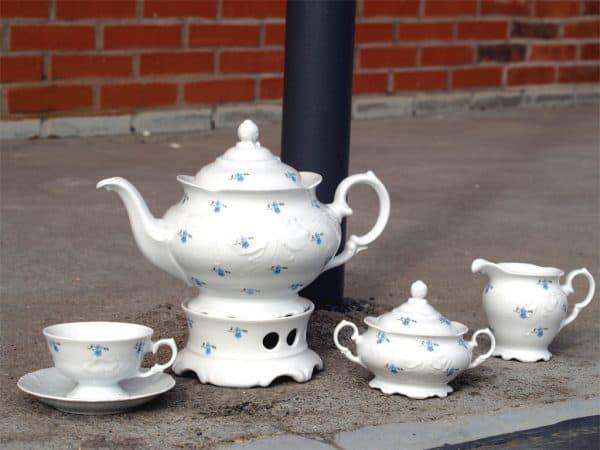 Weiße, verspielte Porzellan Teekanne Friederike Vergissmeinnichtstreuer